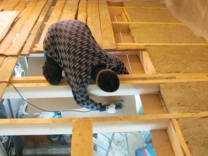Утепление потолка в частном доме: материалы и технологии