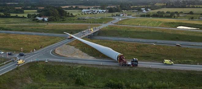 В США планируют изобрести сгибающуюся лопасть для обеспечения работы 50 МВт ветряной турбины