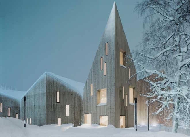 Архитектор Реиулф Рамстад (Reiulf Ramstad) завершает проект остроконечного народного музея в Норвегии