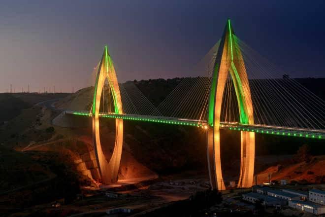 Километровый мост в Марокко загорится 16 миллионами цветов