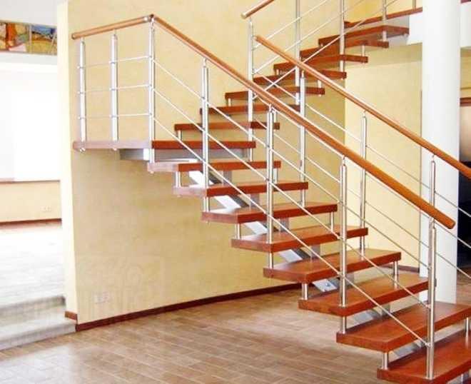 Как выбрать подрядчика для установки лестницы в дом