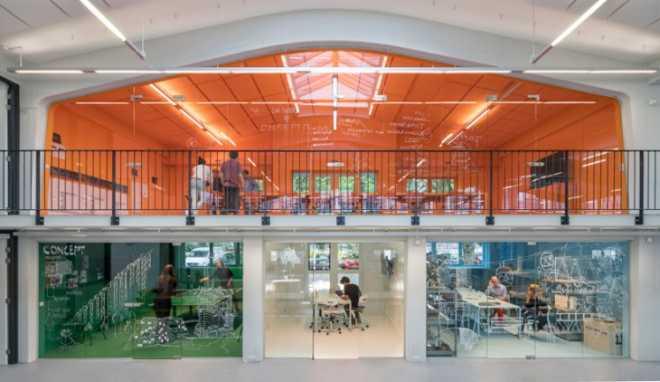 Голландская архитектурная фирма MVRDV переехала в офис, перестроенный по их же проекту