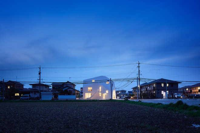 MAD Architects превратили двухэтажный японский жилой дом в причудливый детский сад
