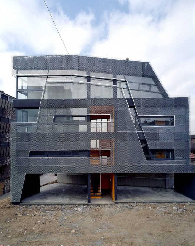 Дом, одетый в «чулок» из металлической сетки / Moon Hoon, Корея