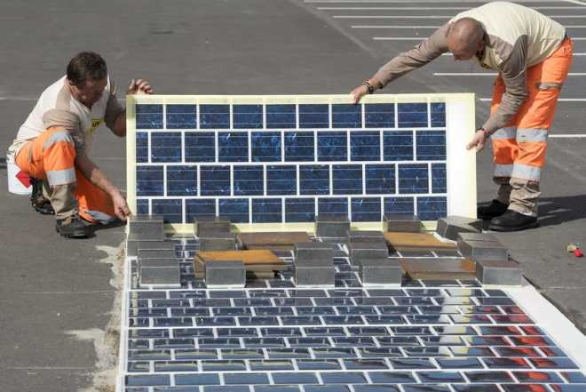 Франция начинает производить дорожную плитку на солнечных батареях