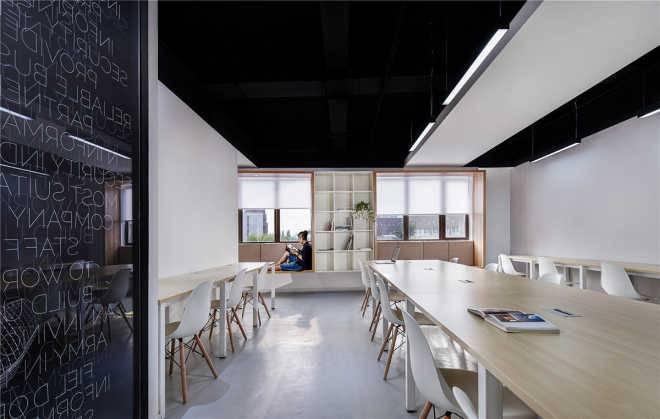 Muxin Design создали монохромный дизайн офиса Intoo для китайской IT-компании