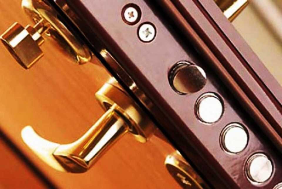 Фурнитура для дверей и её значение