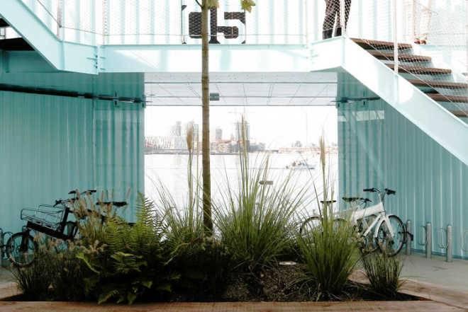 Бьярке Ингельс создал для студентов жилье из плавучих контейнеров