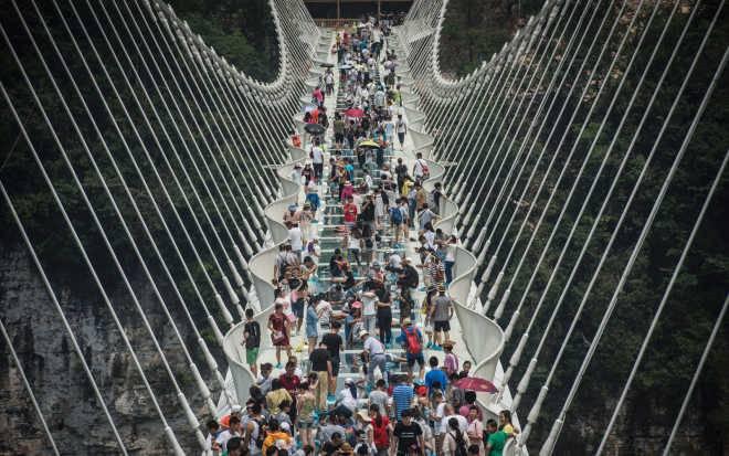Через две недели после открытия в Китае закрывается стеклянный мост-рекордсмен