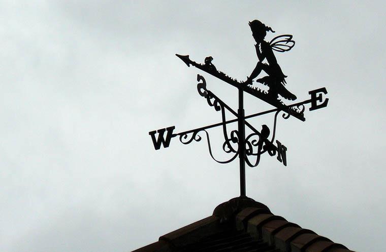Флюгер на крыше, знакомый с детства