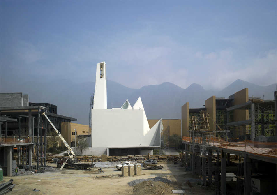 Церковь-кристалл в Монтеррее, Мексика / Moneo Brock