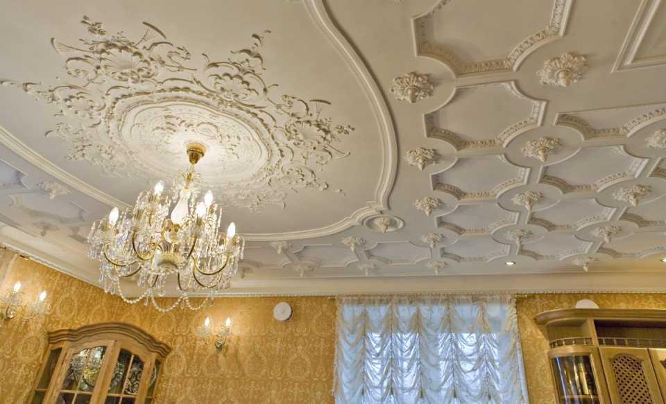 Лепнина на стенах, красота в доме
