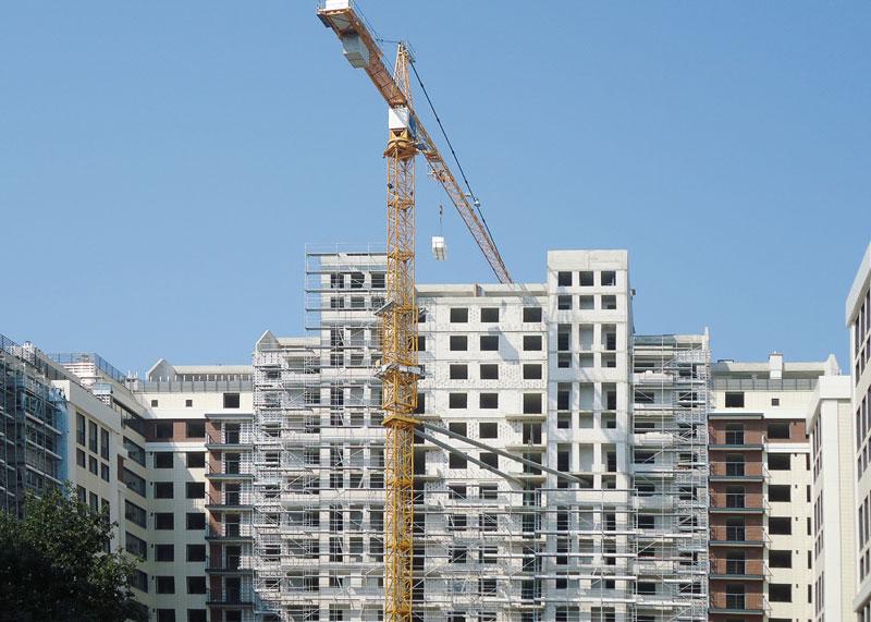С какими проблемами сталкиваются строительные компании Калининграда и подешевеют ли квартиры в Крыму?