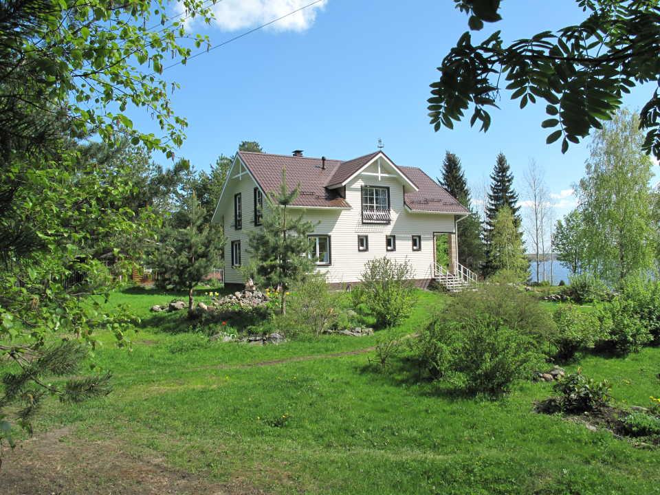 Как приобрести загородный дом и коттедж в Волоколамске?