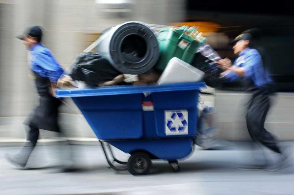 Вывоз любого мусора из квартиры в Москве