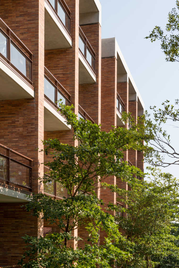 Для строительства кампуса китайского университета Foster + Partners использовали кирпичи нестандартной длины
