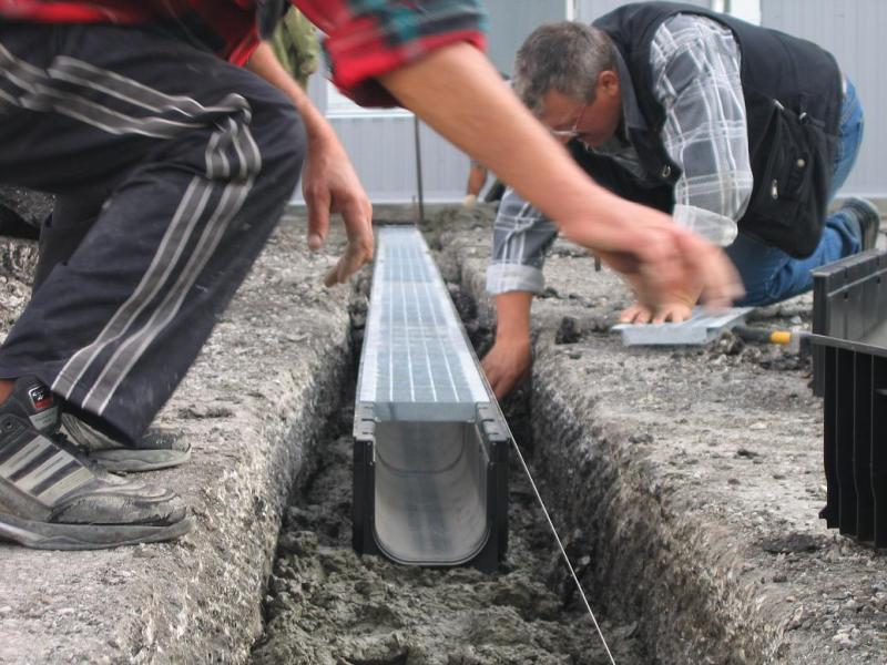 Водоотводные лотки: виды и рекомендации по применению