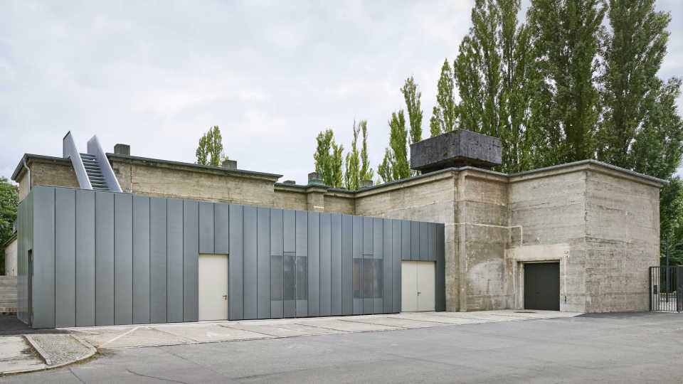 the-feuerle-collection-john-pawson-architecture-berlin_dezeen_2364_col_1