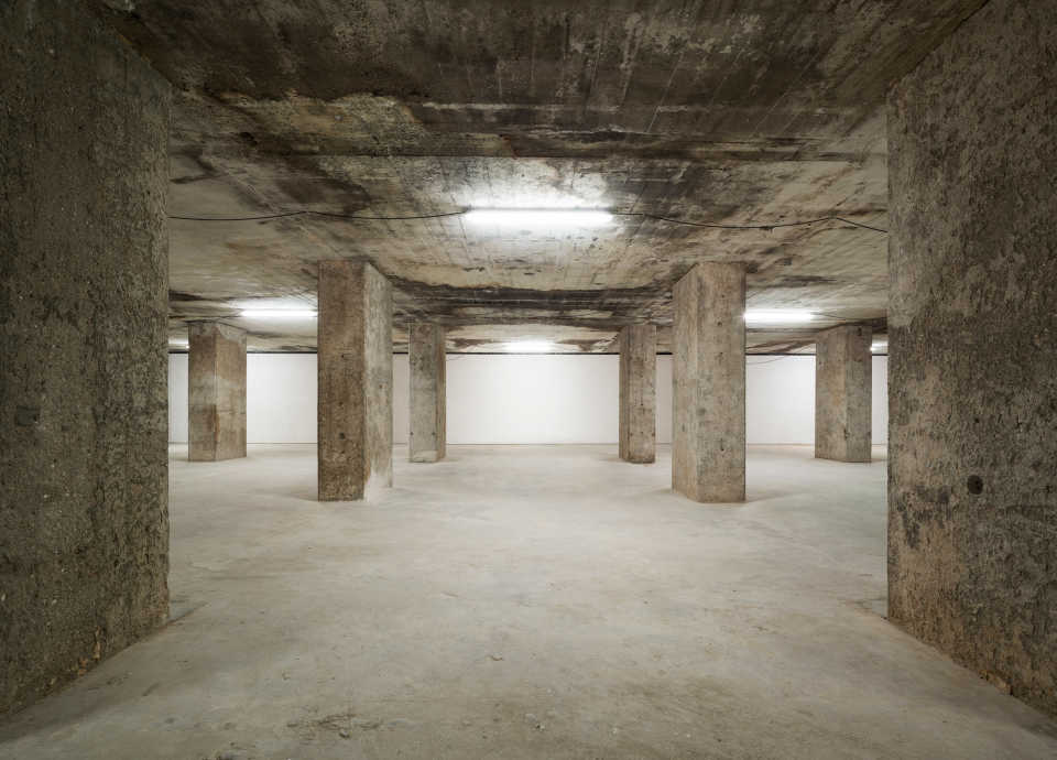 the-feuerle-collection-john-pawson-architecture-berlin_dezeen_2364_col_5