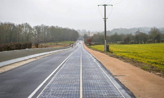 Во Франции открылась первая в мире дорога из солнечных панелей