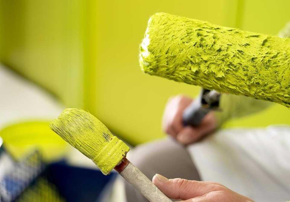 Какая краска для потолка лучше: выбор краски для отделки офисов, складов и квартир