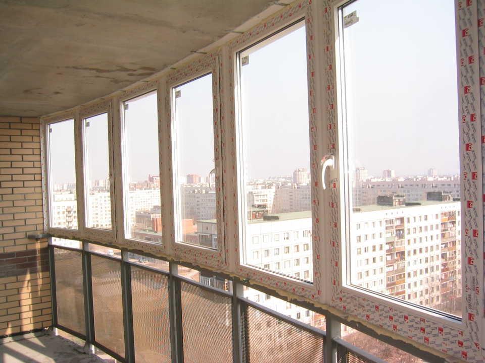 Остекление лоджий и балконов: виды и основные особенности каждого из них