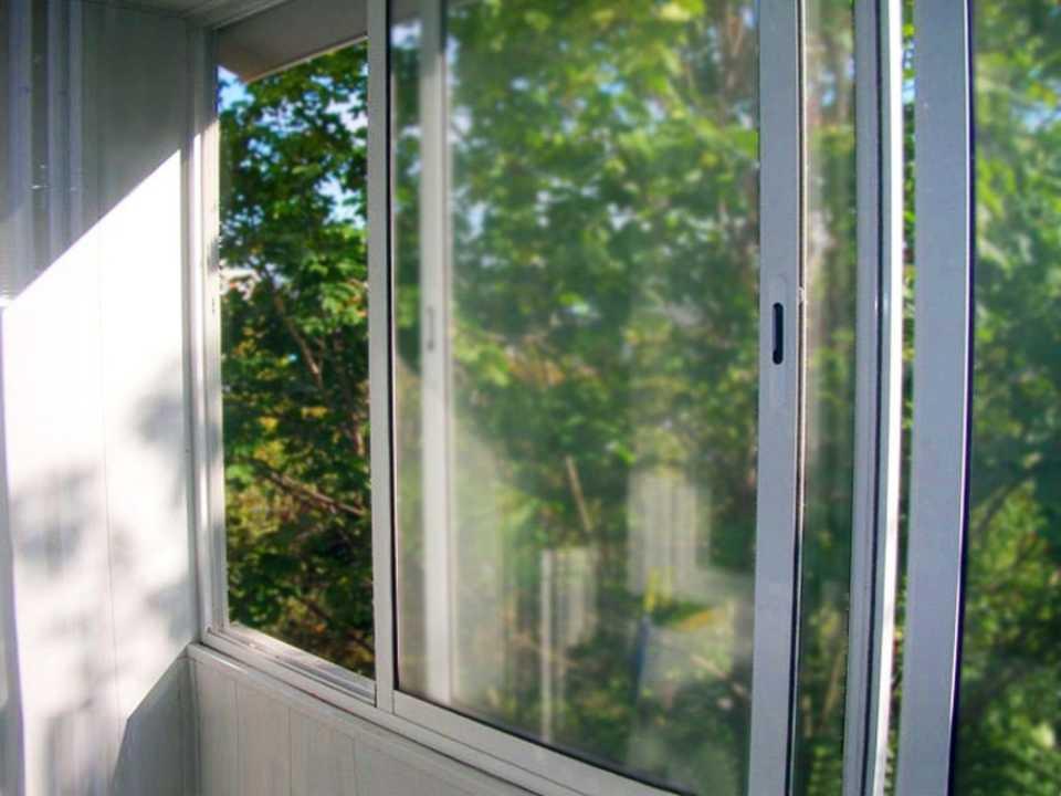 Раздвижное остекление балконов и лоджий: преимущества.