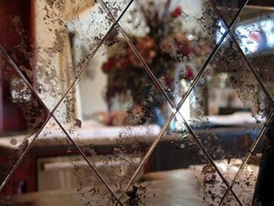 Состаренные зеркала в интерьере