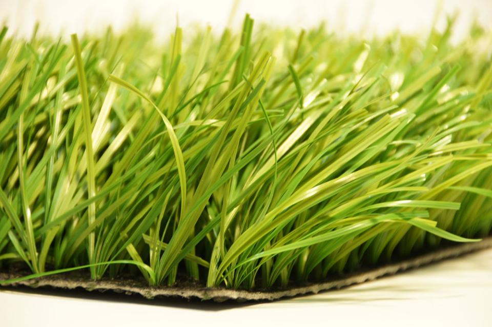 Искусственный газон в рулонах – выбор и особенности укладки