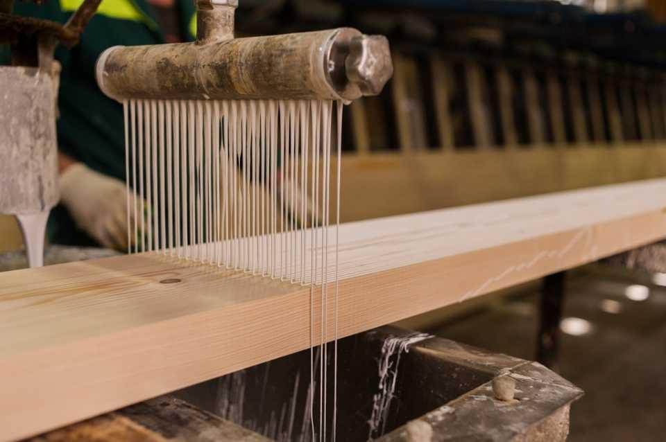 Клееный брус. Преимущества использования в строительстве домов