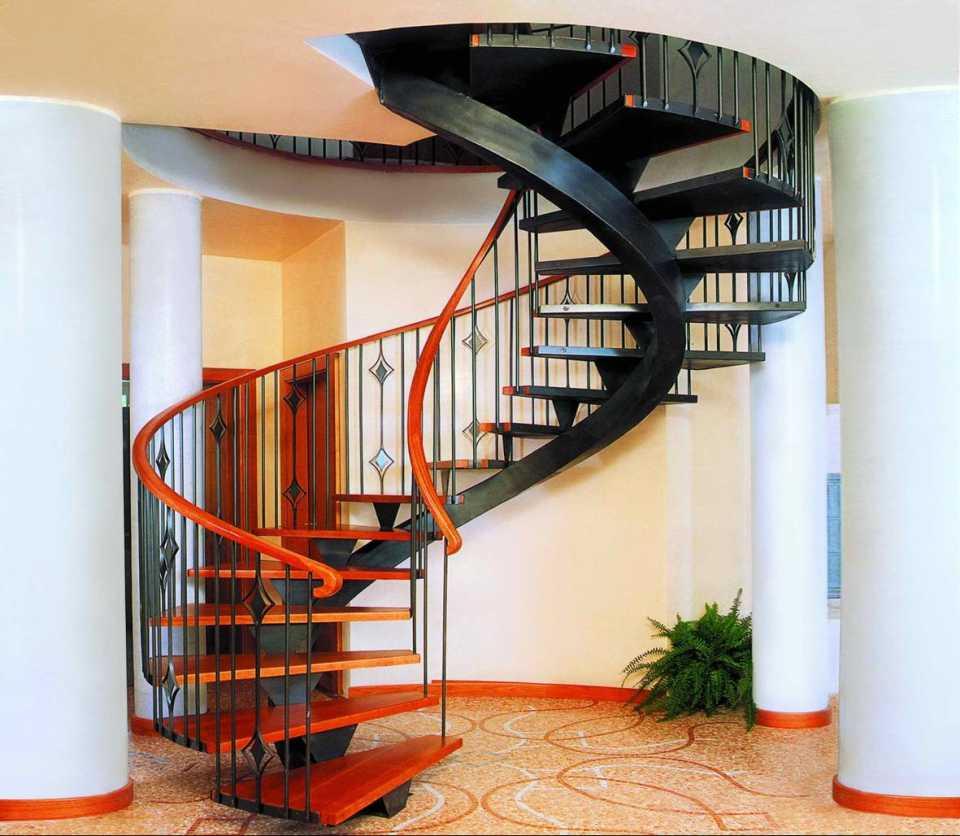Лестница в частный дом: виды и особенности