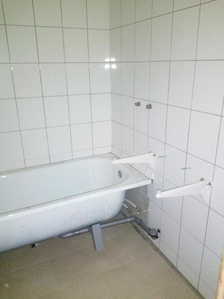 Ж/б плиты в ванной комнате уже отделаны кафельной плиткой
