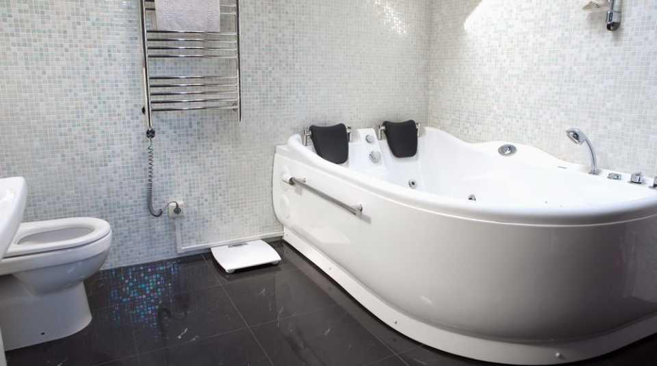 Что лучше: душевая кабина или классическая ванна?