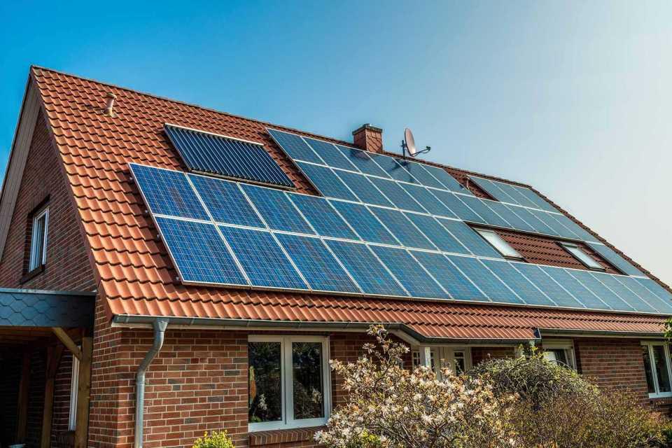 В Калифорнии будут устанавливать солнечные батареи на все новые дома