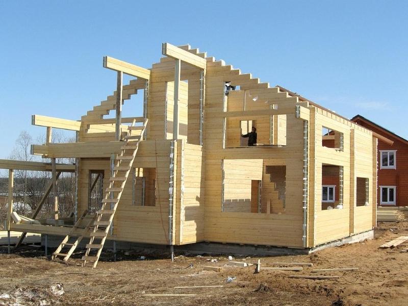 Основные этапы возведения загородного дома из бруса