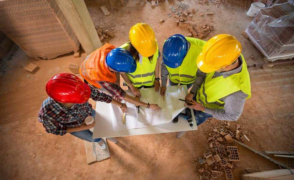 Профессия «строитель»: преимущества и перспективы